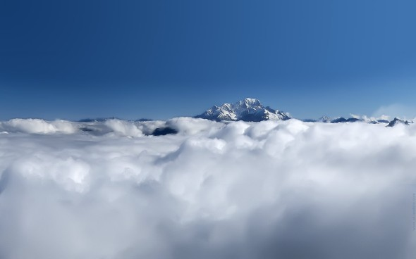 Clouds-at-mountain-tops